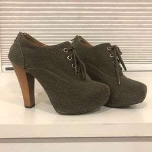 Lace up shoes with thick heel